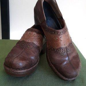 Brown size 8.5 Ariat clogs
